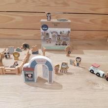 Buenos dias🧡🧡🧡 Una forma divertida para que los más peques conozcan los animales🦓🐘🦁 y hagan volar la imaginación. El Zoo incluye 28 piezas de madera.  #mrbambukids#littledutch_official #juegodidactico #juguetesmadera #juguetessostenibles#regalosoriginales #desarrolloinfantil