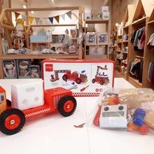 Buenos días!!!🧡🧡🧡 Uno de los juguetes más completos,  el camión de Bomberos🚒🚒 y sus 26 piezas. Podrán montar la plataforma y estar preparados para cualquier Emergencia que los necesite👩🚒👨🚒 #mrbambukids #juguetessostenibles #juguetesmadera #jugueteseducativos #juguetesdidácticos #kidsroom #playroom #ecokids #regalosdenavidad #navidad2020